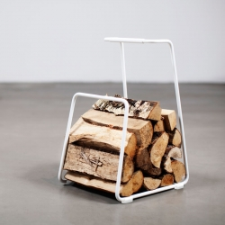 A wood basket must be easy to carry. Easy to clean underneath and have a peculiar idiom. with these thoughts Thomas Bernstrand designed the wood basket Log.