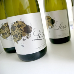 Lovely label design for Lois Sparkling Blanc de Blancs from Public Creative.
