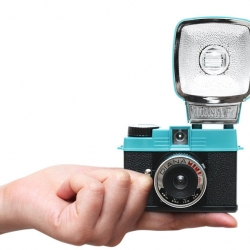 Lomography introduces the all new Diana Mini 35mm film camera.