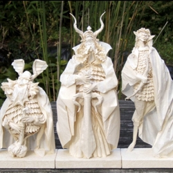 LOTR's Gimli, Aragorn and Legolas created by the hands of origami artist Eric Joisel, using one uncut square of paper for each model.