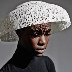 The first collection of hats made with 3D printing bears the signature of famous English milliner Gabriela Ligenza.