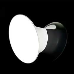 In this video, Inga Sempe explains the wall lamp Ecran designed for Luceplan.
