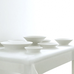 The table dish cover from design studio MAEZM is a flexible tablecloth that is meant to substitute dishes and makes preparation of food possible anywhere.