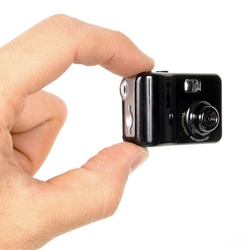 Mame-cam dx, a tiny multipurpose digital camera from the Tokyo-based brand Thanko. The tiny camera weighs just 14g.