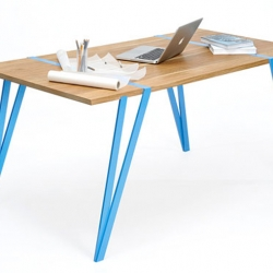 You don't need any tools to build this table by german designer Manuel Welsky. Its 3 pieces are mounted without any screws or stuff like that and it really looks gorgeous.