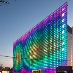 greenPIX is a media wall designed by Simone Giostra and ARUP, in Beijing. This curtain wall is powered by photovoltaic energy, and will feature video installations starting in May.