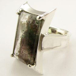 Window to a fantastic garden: Moss Quartz ring in silver.