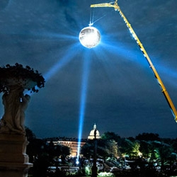 French conceptual artist Michel de Broin and his 7.5m, 1000 mirror, disco ball suspended above the Paris night sky. Amazing!