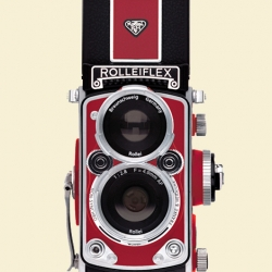 Very cool digital camera from Rolleiflex, awesome classic styling.  The MiniDigi AF 5.0 is a three-inch high, fully functional digicam replica of the original classic twin reflex camera.