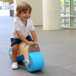 The BIT designed by Marc Castelló is a small plywood bike for kids aged 18 months to 3 years, designed to help them develop their balance and coordination.