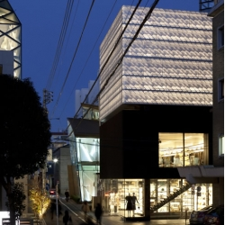Vying for attention in a neighbourhood of luxury outlets, Marc Jacobs' Tokyo flagship store has been given a surprisingly simple, yet utterly effective, trio of façades by New York's Stephan Jaklitsch Architects.