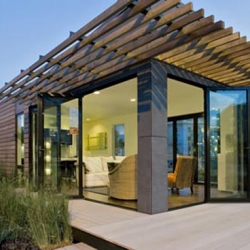 Michelle Kaufmann Designs offers a range of prefab houses, like this one called mkLotus® which offers the latest high performance systems and some sustainable features that make this home very environmental friendly.