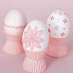 Want a nice Easter Egg Idea?! Check out these cute tissue paper decorated eggs from martha stewart