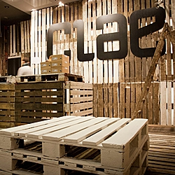 Designers of mode:lina have recently finalized a shop for Clae footwear. To create this space architects picked worn out euro pallets used during KontenerART 2012.