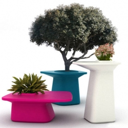The MOMA collection, by Javier Mariscal is a series of versatile enough outdoor furniture that can be either use as outdoor table & stool or flower pots
