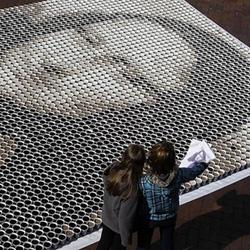Mona Lisa made of 3,604 cups of coffee