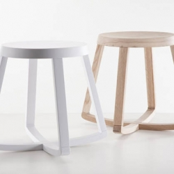 greek designer, yiannis ghikas, has created monarchy, a rocking stool that  is designed not to be overturned but at the same time allows the user to escape the dullness of the ultimate stability.