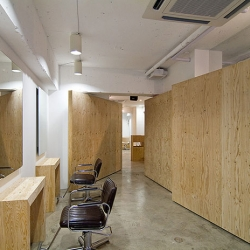 Concert, plywood and a few colored walls make up the Mon Lou Lou hair salon in Asagaya, Japan. Very clean and nice interior, and I love the front door. The interior was designed by Assistant.