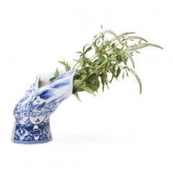 "The ""Blown Away Vase"" by dutch label Moooi brings some new wind in the traditional vase."