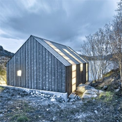 A beautiful Norwegian summerhouse, Naust paa Aure by TYIN tegnestue.