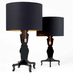 Exlusive tablelamp in black glossy lacquer and  Black/gold lampshade.  Lampfot is made in baroque style, the lamp gives a very worm soft light. Mr Di is the large table lamp, and then you can also buy Mrs Di that is the smaller version.