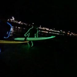 Neon Night Surfing in Bondi - Strongbow, a group made ​​up of 17 surfers, organized a surf session where the surfers wore neon lit wetsuits. Awesome video by Jack McCoy.