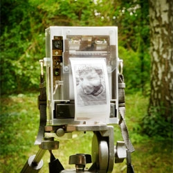 Niklas Roy's Electronic Instant Camera, combination of an analog b/w videocamera and a thermal receipt printer.