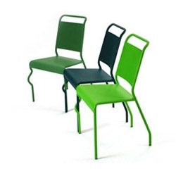 Noé Noviant design this cool and cute chair wich can be  easily linked with other ones.