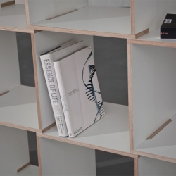 A simple but gorgeous looking shelf system by German designer Norman Hadler.