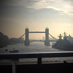 Tower Bridge in London from the eye of a London commuter. A photo every morning across the same bridge for 6 months.