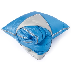 A quilted cushion with a secret: a sleeping bag 