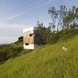 Guest House in chilean countryside by AATA.
