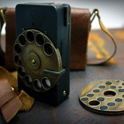 Settling the Digital v/s Mechanical dispute with his Rotary Mechanical Smartphone, designer Richard Clarkson gives us a smartphone that is so very steampunk!