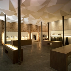 Beautiful Julie Sohn Boutique located in Barcelona that combines elegance with edginess.