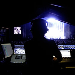 Great article by the NYtimes on Andi Watson, a lighting and stage director, or in the words of Jonathan L. Fischer, 'the man responsible for Radiohead's mise-en-scène'.