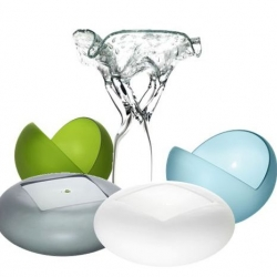 """This years """"ARTWORKS"""" by Iittala. Oiva Toikka creates his own art made of glass. Releese in autumn 2010."""
