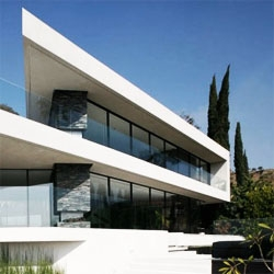 Openhouse by XTEN Architecture, in Hollywood Hills. Amazing views through a very transparent facade. Good interiors.