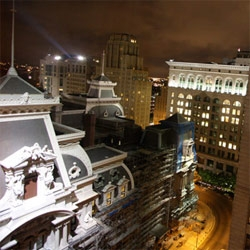 If i'm a little slow on posting ~ it is probably because i'm over in philadelphia for the weekend exploring the latest design/fashion/etc (and this is the view of city hall from my room!)