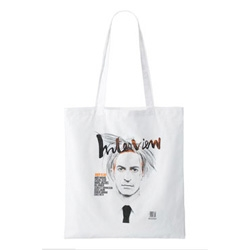 Marc Jacobs released a new tote bag with the cover of the latest Interview magazine on it. The cover shows the designer in the Warhol look, commemorating the 80th birthday of the artist.