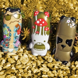 The new VDC Mimobot series is unbelievably adorable and incredibly detailed ~ part of their user submitted Vimobot contest, 6 designs were evolved into this new series, and we have lots of pics to share with you!