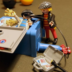 Playmobil Safe Crackers ~ you can even set the combination on the safe lock! And there is something very Hipster Hobo about the look of these two with their stubble, striped shirts + jackets, and irremovable sunglasses...