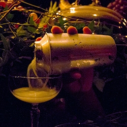 It's London Cocktail Week, celebrated in style with a Surrealist Supper from The Clove Club as part of Hendrick's Carnival of Knowledge. A most unusual evening complete with disembodied hands for bartenders, a horn of plenty and more!