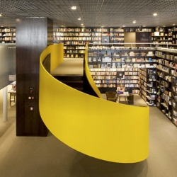 A fantastic chain of book stores located in Sao Paulo designed by Isay Weinfeld, Livraria Da Vila is stocked with an enormous amount of titles, great design and a variety of comfortable reading spaces.