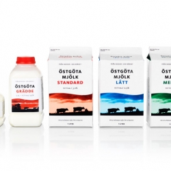 Östgöta Mjölk is a small diary producer on the east coast of Sweden. The company is run by 7 milk farmers and the text on the cartons tell from which of the farms the product is from. Packing design by Olai & Lindgren.