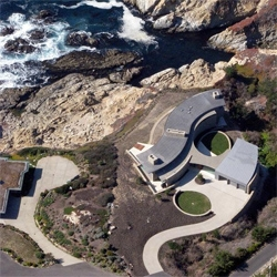 With dramatic views of the Pacific Ocean, the Otter Cove Residence by Sagan Piechota Architecture is the definition of an oceanfront property. Absolutely stunning