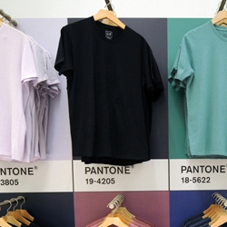 This past weekend Gap and Pantone opened up a pop-up shop on 5th Ave in the company's 'concept store' space.