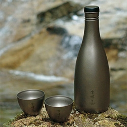 Snow Peak Titanium Sake Bottle & Cups. Flip the cups over the cap and slip it all into the neoprene case! Chill your sake in an icy stream.
