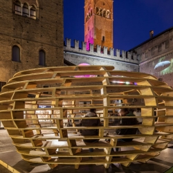The Seed of Solidarity, temporary pavilion for a volunteer organization that fights against hunger. was hosted by the city of Bologna in its historical center.