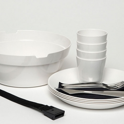 The picnic season is here and I'm probably not the only one looking for a new picnic set. Swedish designer Carina Ahlburg has designed a great set in white melamine.