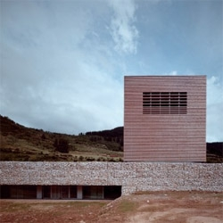Capilla Vallejos Arquitectos designed this simple -yet detailed- visitors center in Cantabria. I like the use of wood on the main volume, almost transparent when viewed from the right angle.